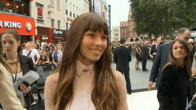 Video: Bill Nighy, Jessica Biel and Colin Farrell have fun at the <i>Total Recall</i> UK première